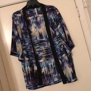EUC NY Collection Short Sleeve Kimono Top. Medium